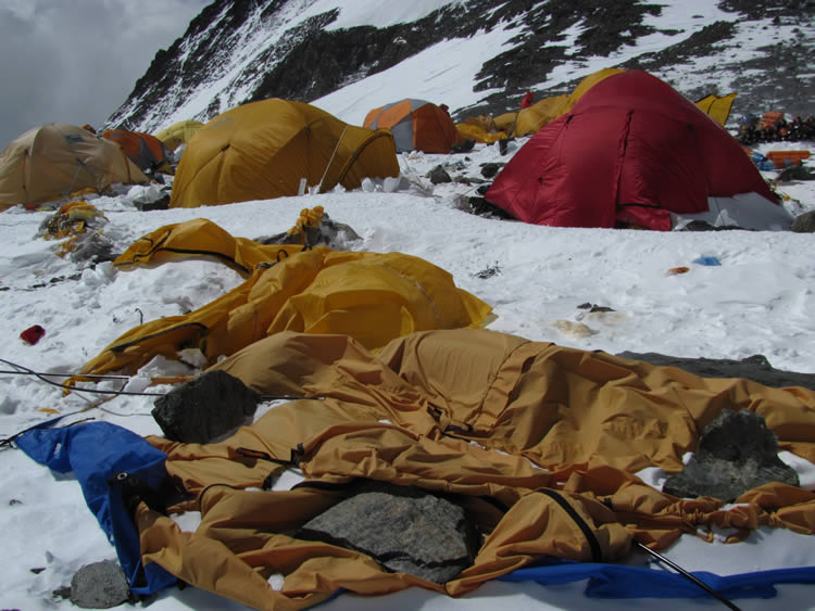 7_trashed_tents_at_the_south_col